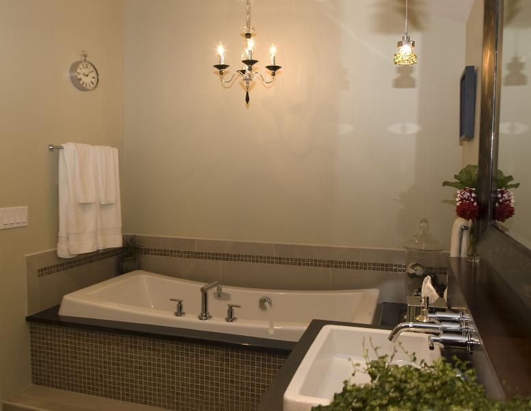 Spa Style Master Bathroom - PEGASUS Design-to-Build